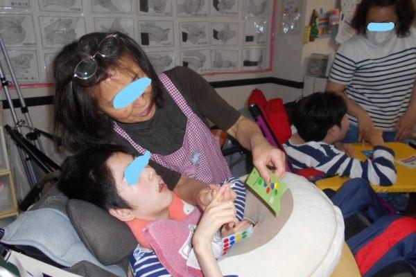 5月6日 亀山先生の音楽療法がありました